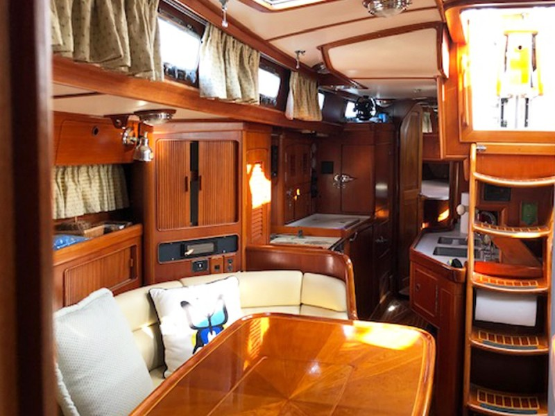 Stbd. Salon, Aft to Galley