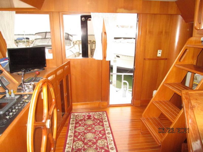 45' Symbol pilothouse starboard