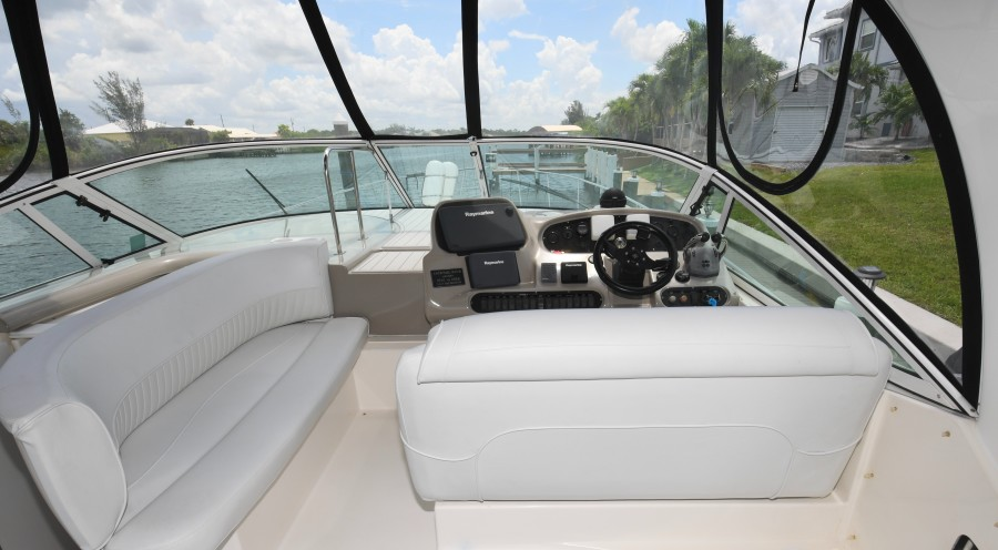 2004 37 Cruisers Express - Fair Profit - Helm