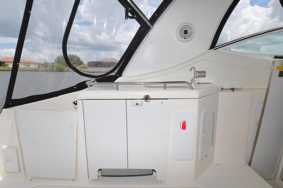 2004 37 Cruisers Express - Fair Profit - Cockpit Wetbar
