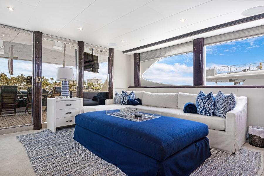 BELLA GIORNATA 94' Lazzara 2000/2018 Flybridge Motor Yacht: Main Salon