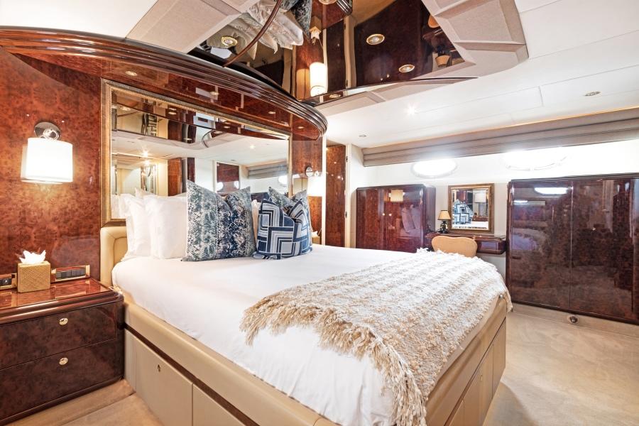 BELLA GIORNATA 94' Lazzara 2000/2018 Flybridge Motor Yacht: Master Stateroom