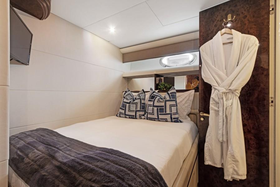BELLA GIORNATA 94' Lazzara 2000/2018 Flybridge Motor Yacht: Guest Stateroom