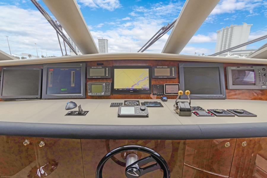 BELLA GIORNATA 94' Lazzara 2000/2018 Flybridge Motor Yacht: Wheelhouse