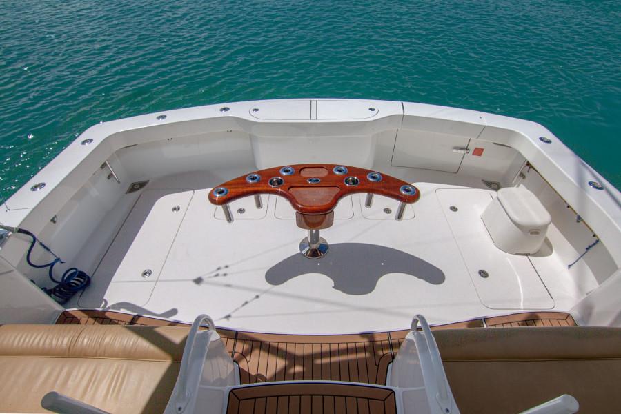42 Viking 2014 Cockpit