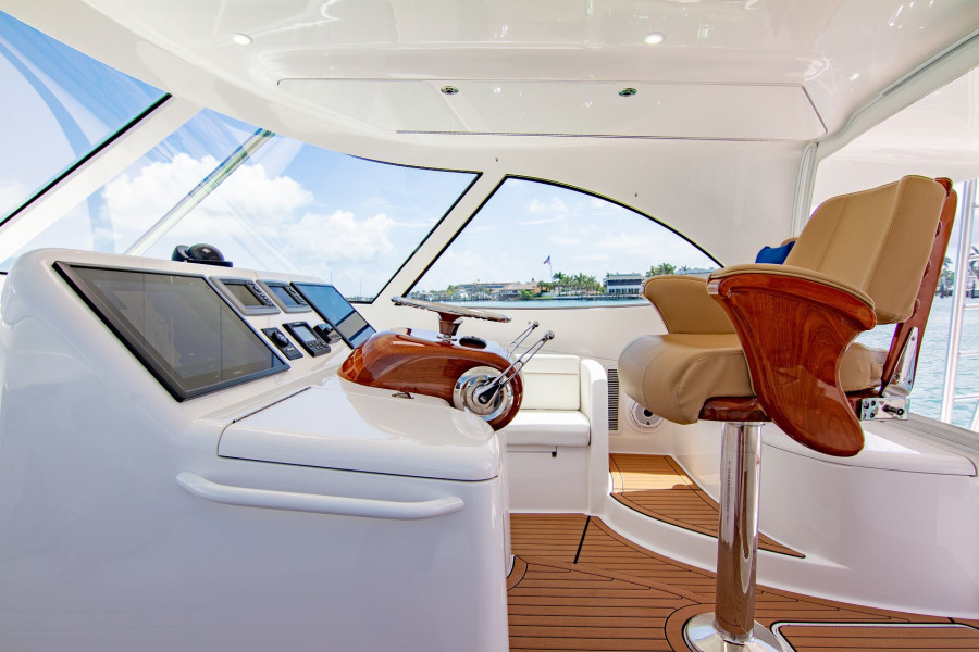 42 Viking 2014 Helm From Port