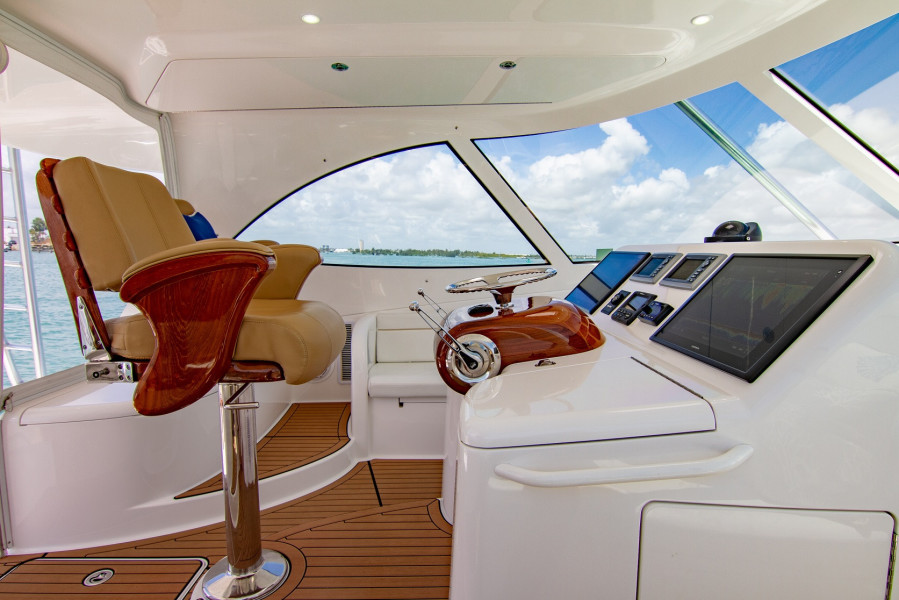 42 Viking 2014 Helm From Stbd