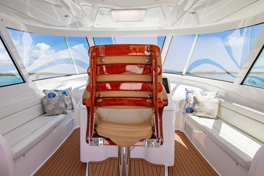 42 Viking 2014 Captain Chair
