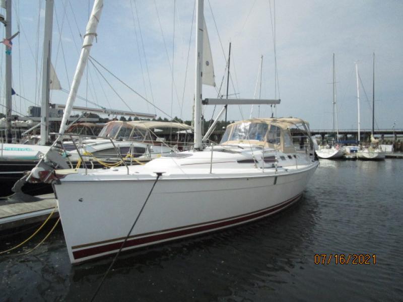 38' Marlow-Hunter port forward profile2
