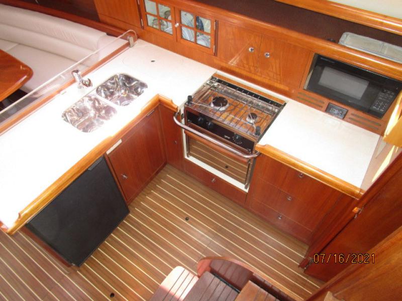 38' Marlow-Hunter galley1