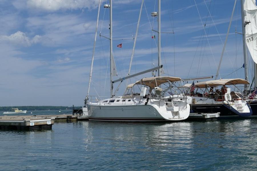 38' Marlow-Hunter port aft profile