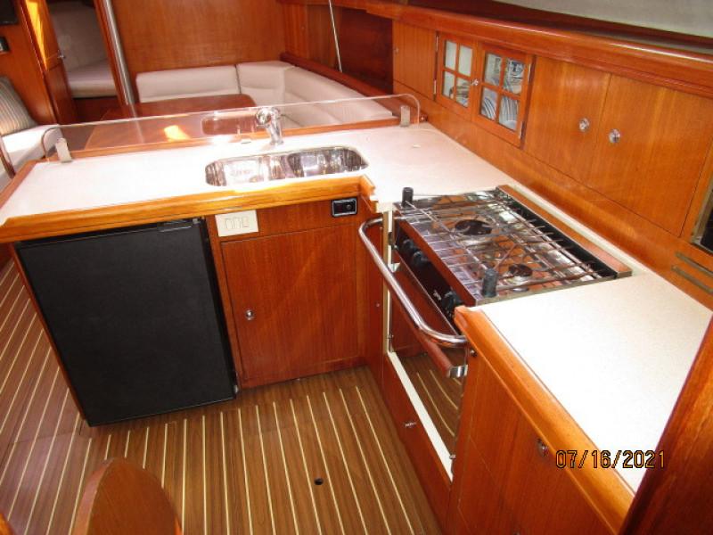 38' Marlow-Hunter galley3