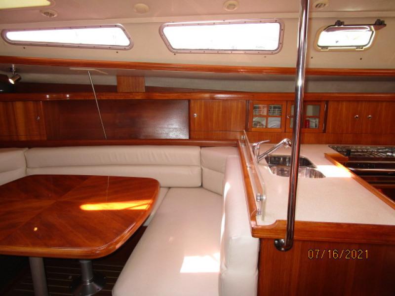 38' Marlow-Hunter salon starboard