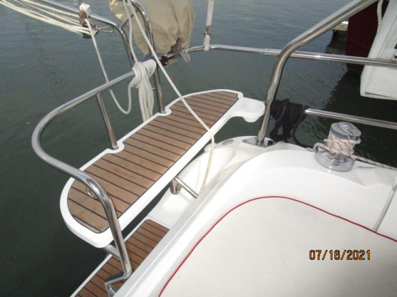 38' Marlow-Hunter cockpit port rail seat