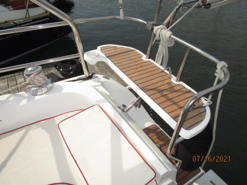 38' Marlow-Hunter cockpit starboard rail seat