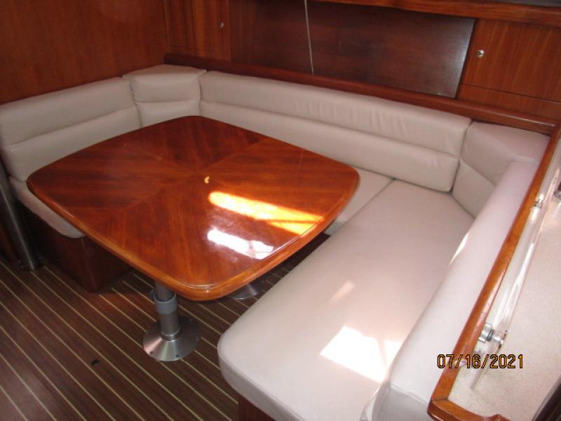 38' Marlow-Hunter salon settee