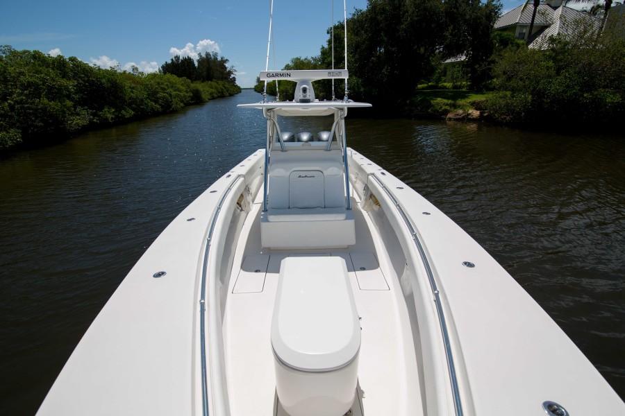 Sea Hunter 37 - Dirty Work - Bow