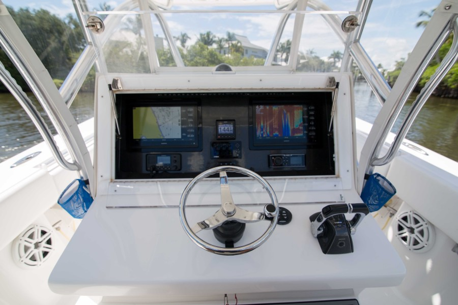 Sea Hunter 37 - Dirty Work - Helm