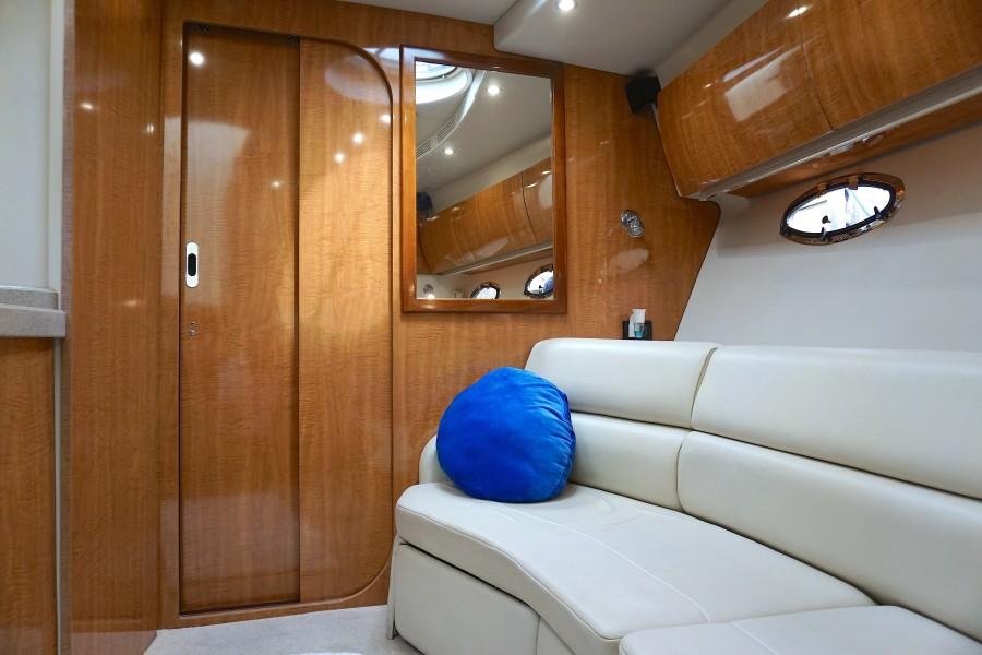 2004 38 Regal 3860 Tides Inn Salon (3)