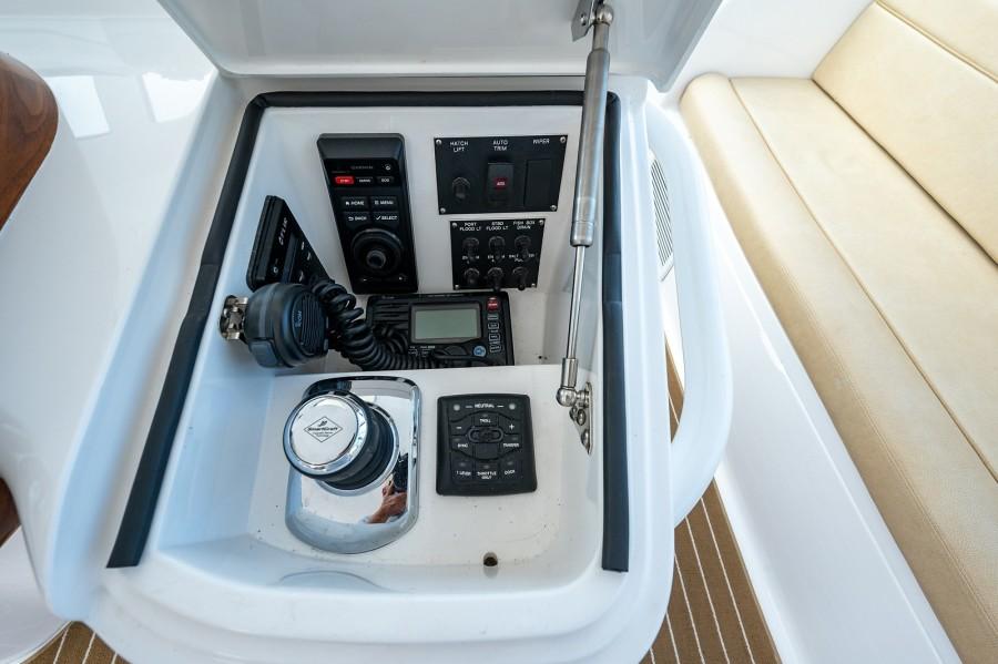 Viking 42 - Kariba - Helm Controls