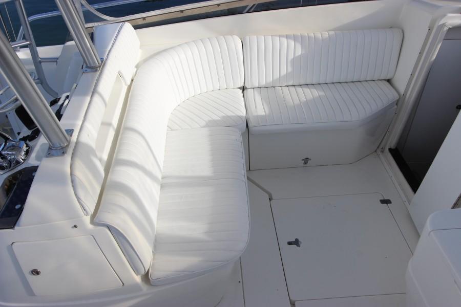 2001 37 Intrepid WA - Cockpit Seating