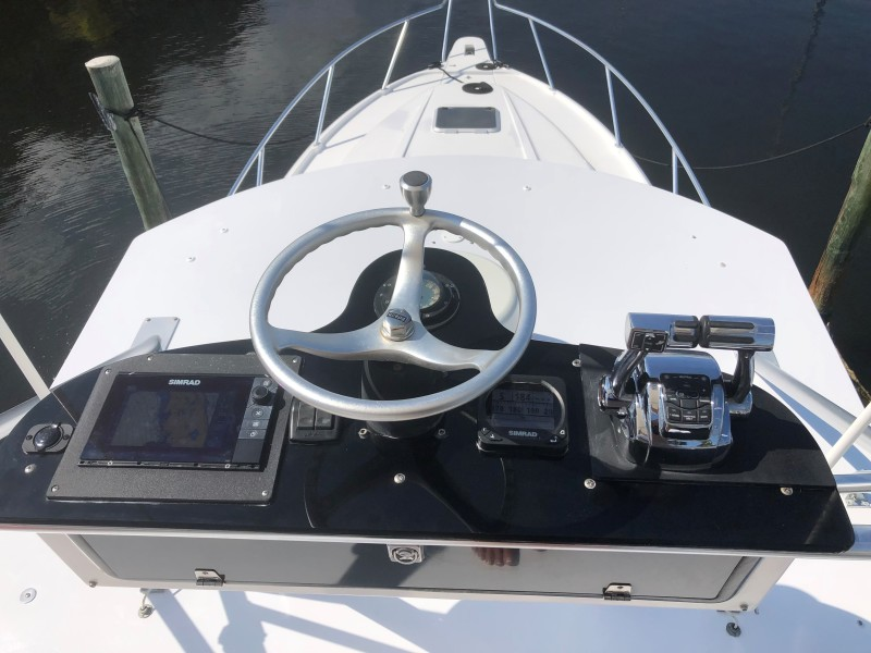 2001 37 Intrepid WA - Flybridge Helm