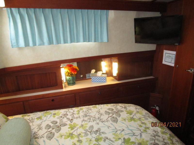 36' Sabreline master stateroom port