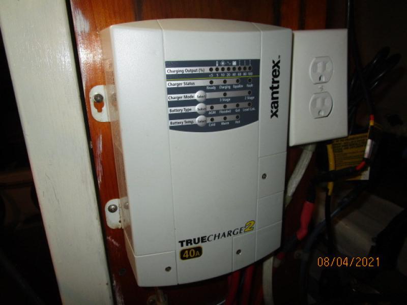 36' Sabreline battery charger