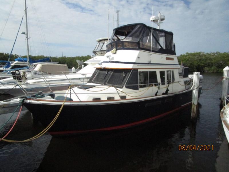 36' Sabreline port forward profile