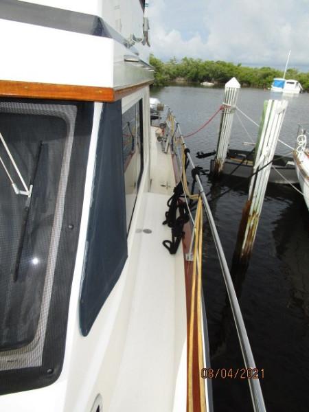 36' Sabreline port side deck1