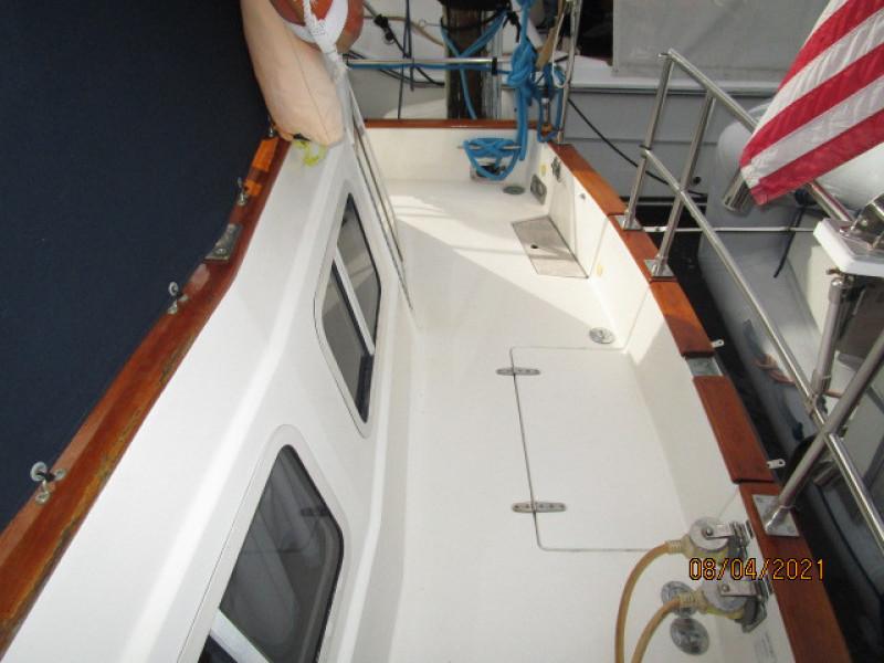 36' Sabreline aftdeck starboard