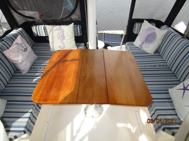 36' Sabreline flybrideg table1