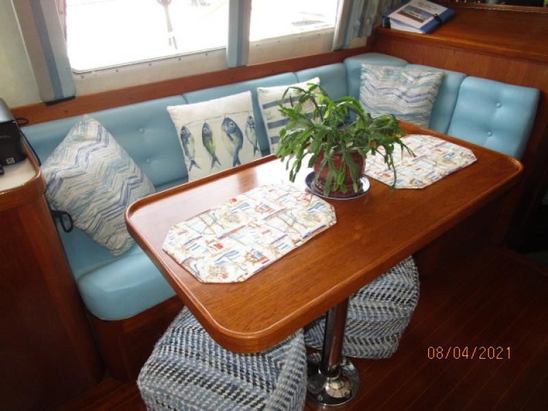36' Sabreline salon starboard seating
