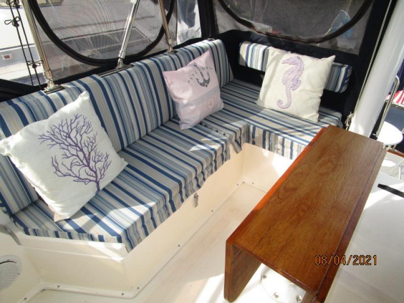 36' Sabreline flybridge starboard seating