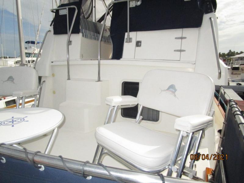 36' Sabreline trunk cabin forward
