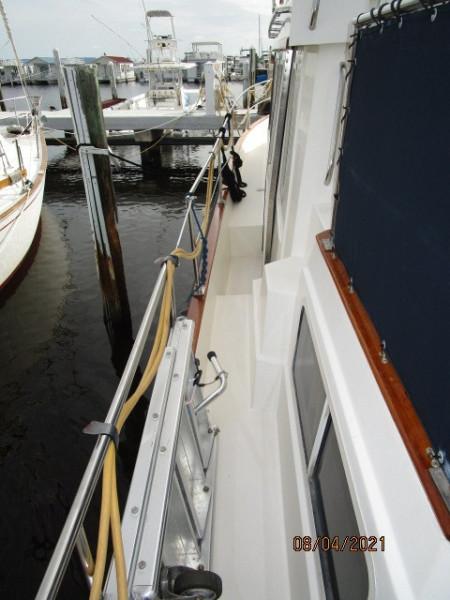 36' Sabreline port side deck2