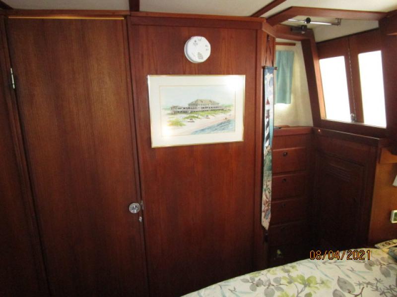 36' Sabreline master stateroom starboard