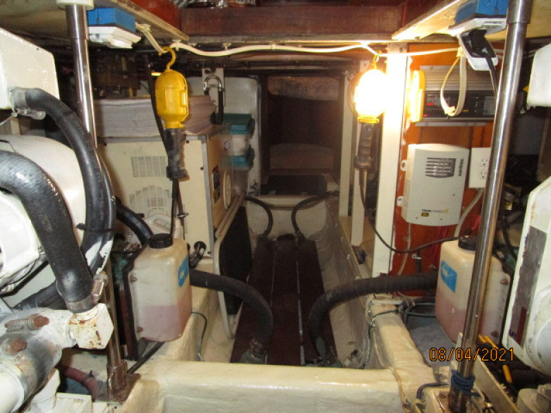 36' Sabreline engine room aft