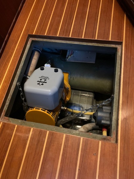 Fwd SR Sole - Vetus Bow Thruster Access