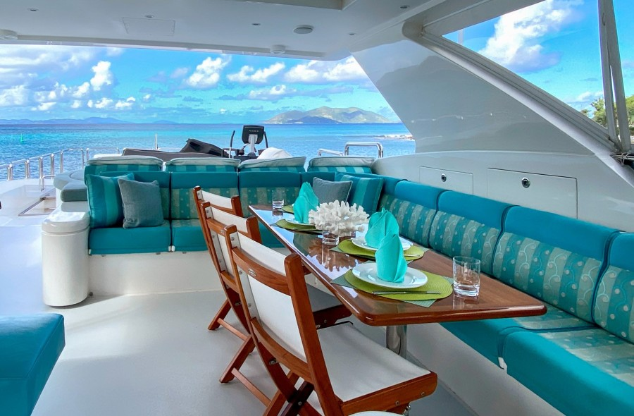 Flybridge Seating and Dining