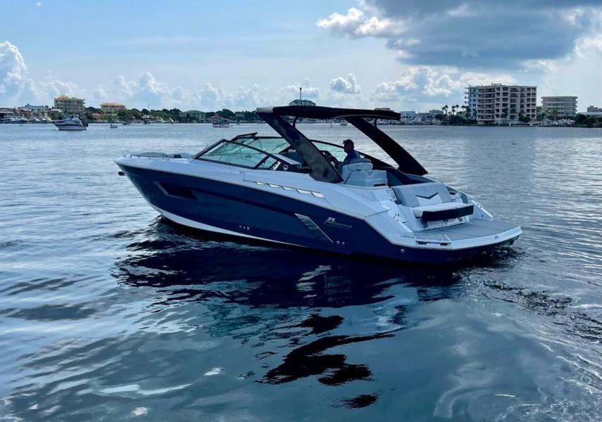 2017 Cruisers 338 Transom (2)