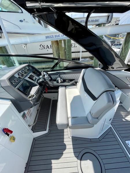 2017 Cruisers 338 Helm (2)