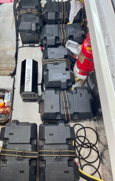 2017 Cruisers 338 Batteries