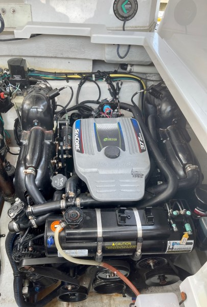 2017 Cruisers 338 Starboard Engine
