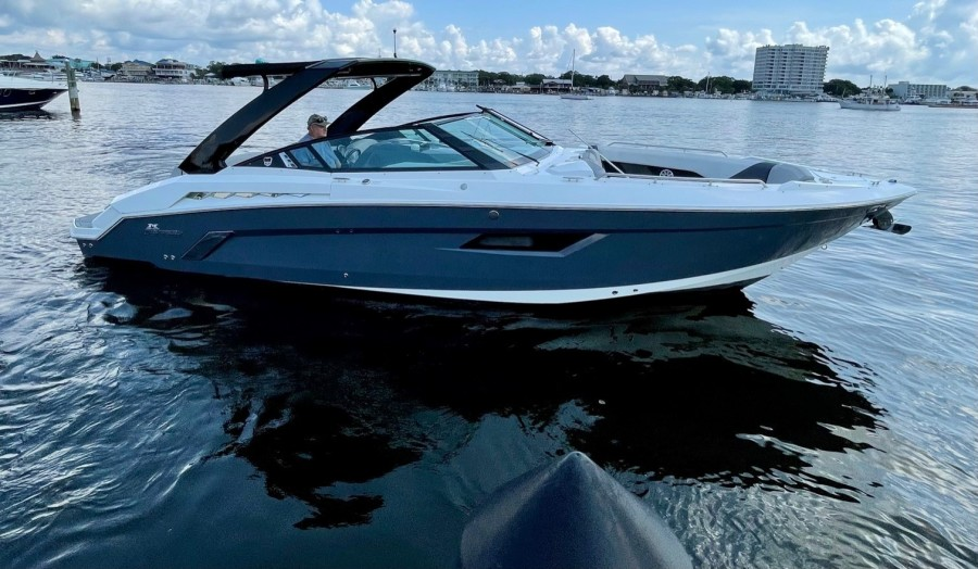 2017 Cruisers 338 Starboard