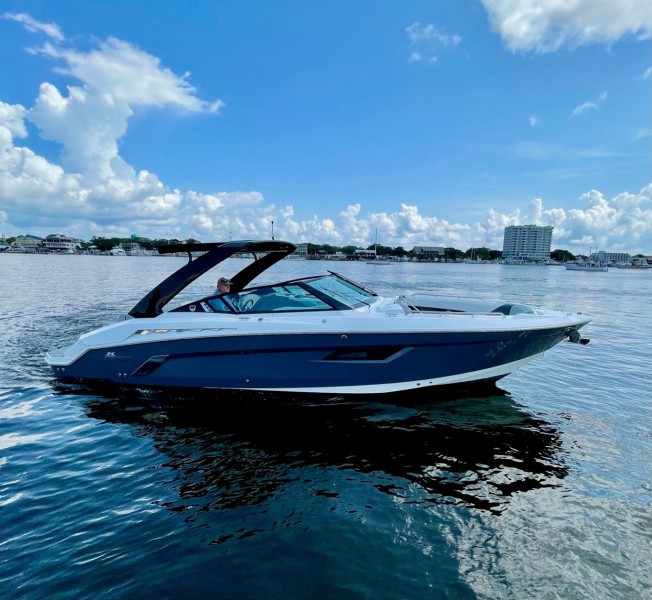 2017 Cruisers 338 Starboard (2)