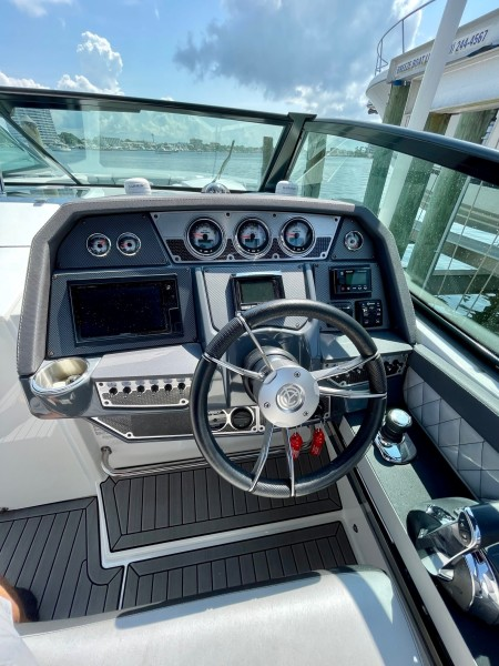 2017 Cruisers 338 Helm