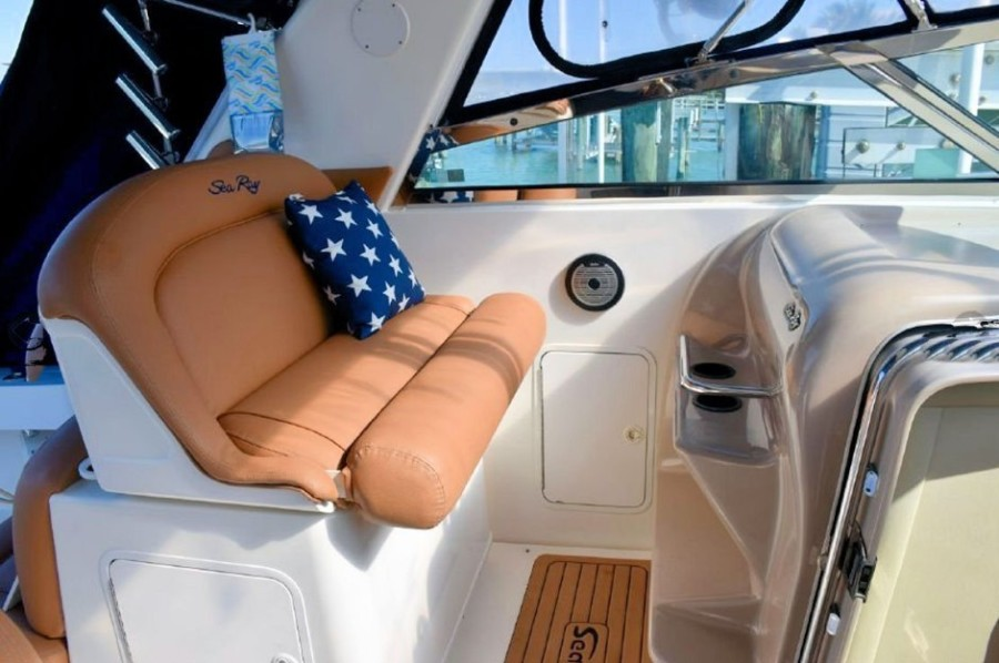 2001 Sea Ray 340 Amberjack Companion Seating