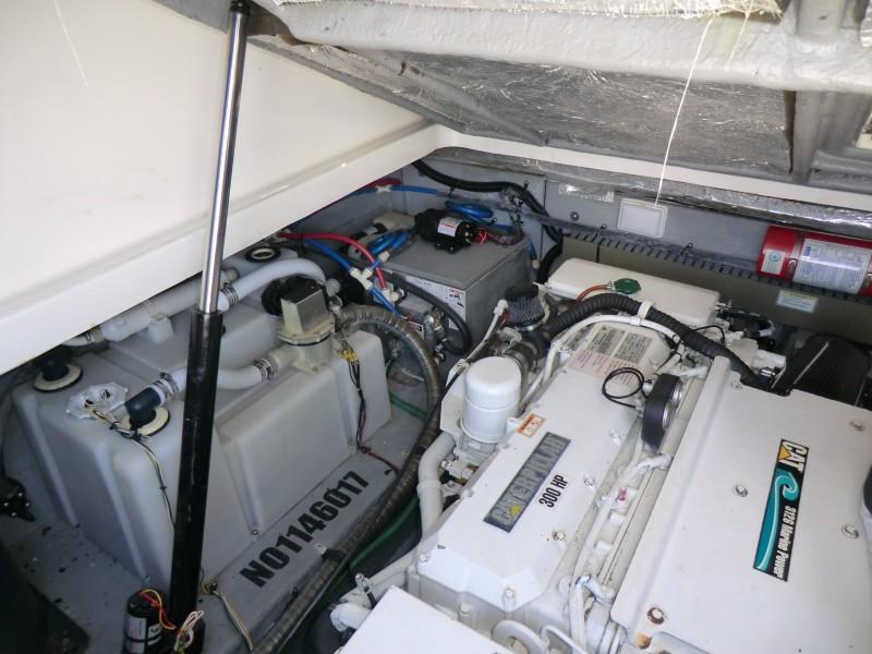 2001 Sea Ray 340 Amberjack Engine Room