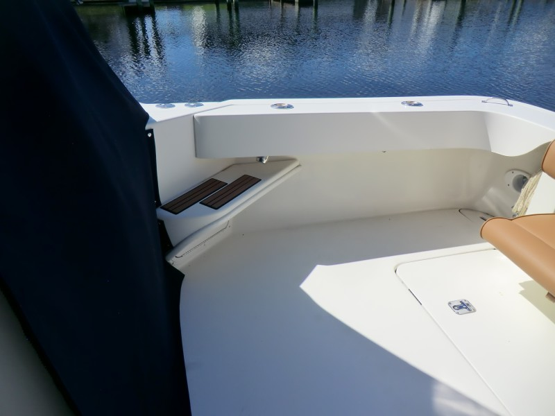 2001 Sea Ray 340 Amberjack Cockpit With Steps To Foredeck